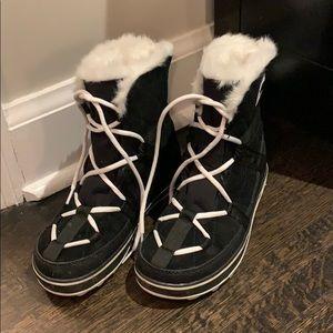 Trendy nearly new Sorel moon boots